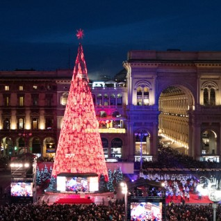 Christmas tree in Piazza Duomo 2019 © Simone Massulo